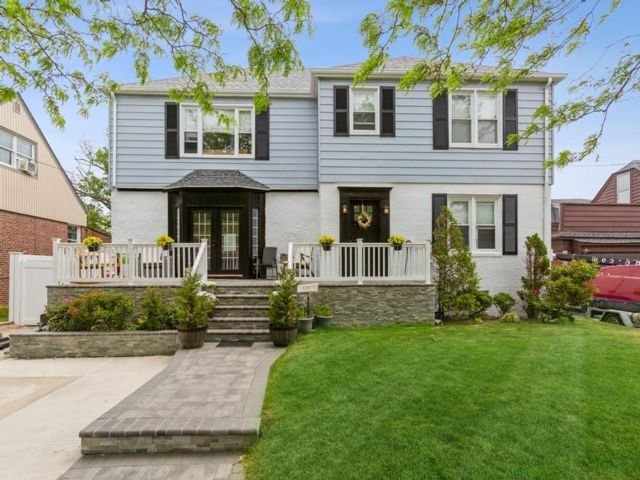 6 BR,  5.00 BTH 2 story style home in Belle Harbor