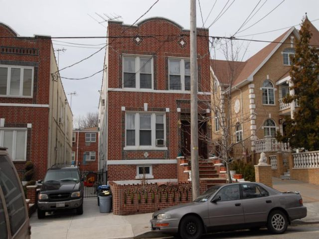 7 BR,  4.00 BTH  style home in Dyker Heights
