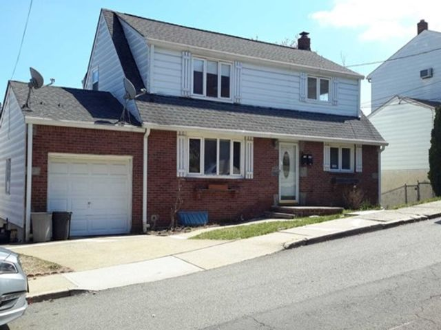 2 BR,  1.00 BTH 2 family style home in Ridgefield