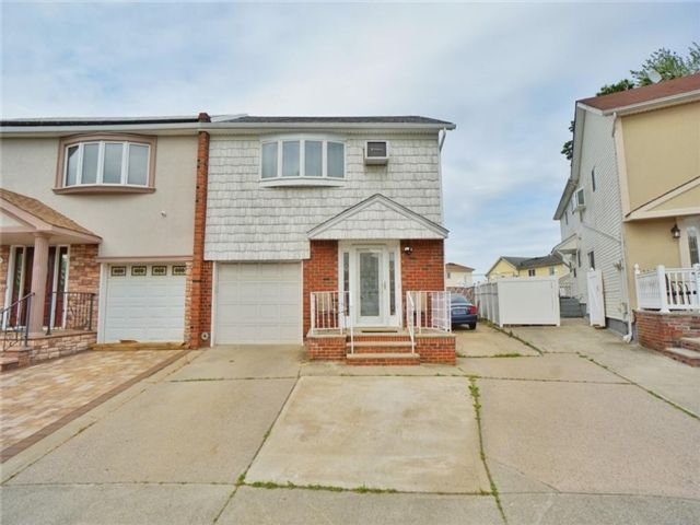 4 BR,  5.00 BTH Multi-family style home in Annadale