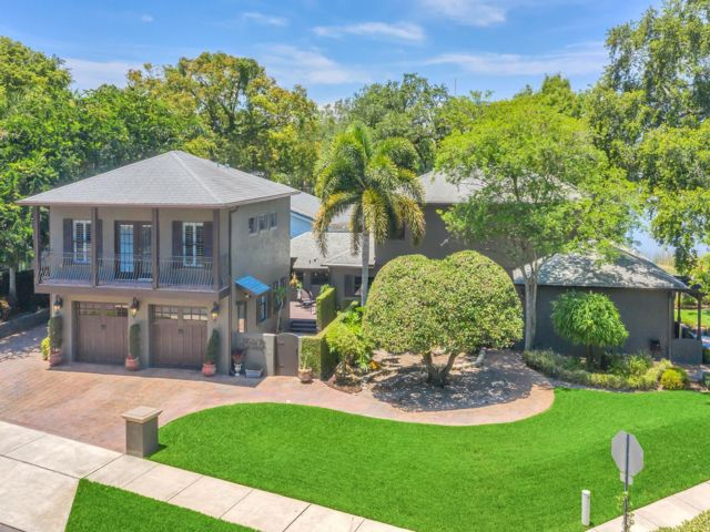 4 BR,  4.50 BTH 2 story style home in Orlando