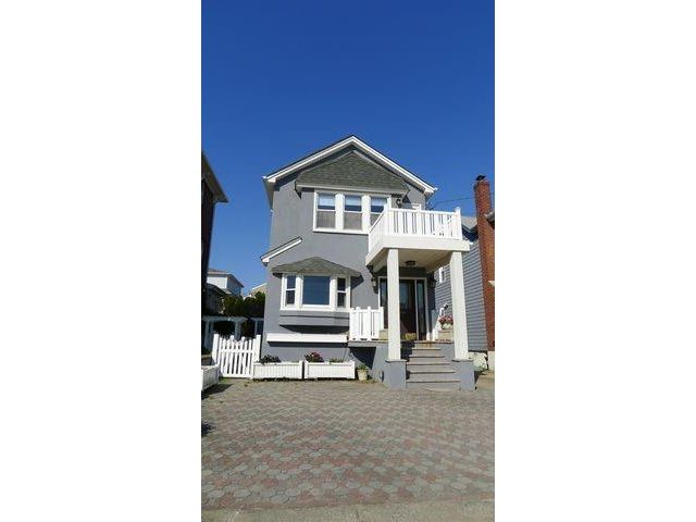 3 BR,  3.00 BTH Single family style home in Belle Harbor