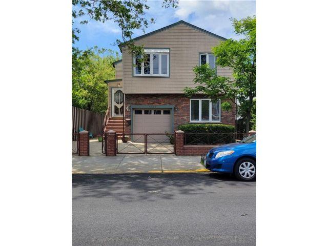 6 BR,  4.00 BTH Multi-family style home in Canarsie