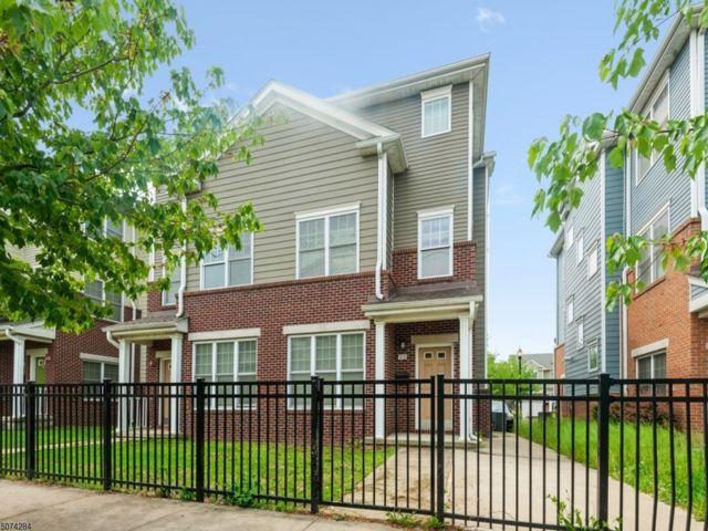 3 BR,  2.50 BTH 2 duplex style home in Newark
