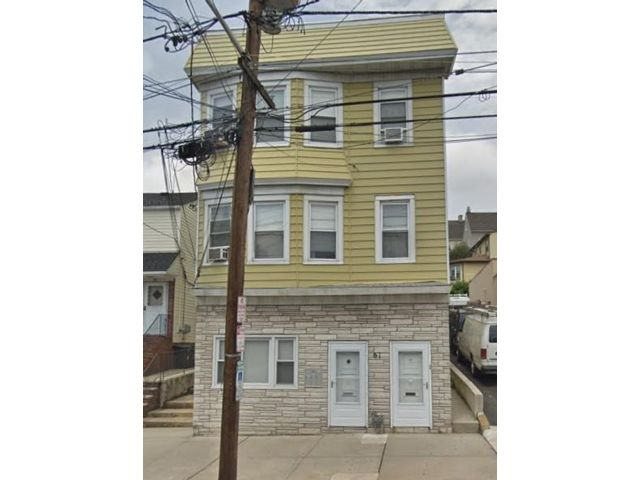 5 BR,  3.00 BTH 2 story style home in Kearny
