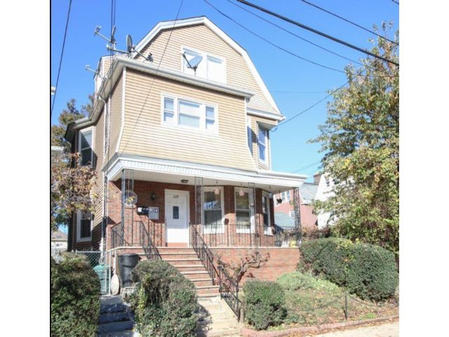 5 BR,  3.00 BTH  style home in Kearny