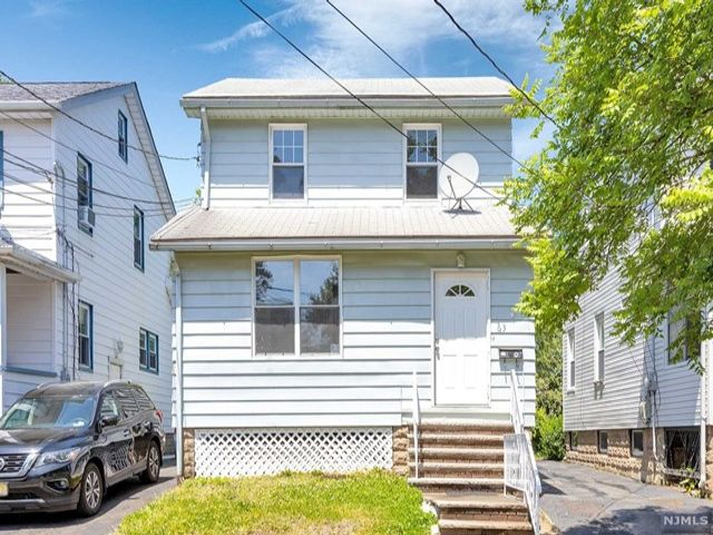 3 BR,  1.50 BTH Colonial style home in Bloomfield