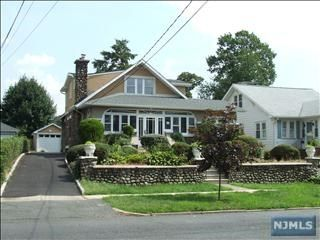 4 BR,  3.00 BTH House style home in Rutherford