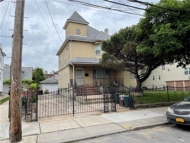 Lot <b>Size:</b>  Residential style home in Canarsie