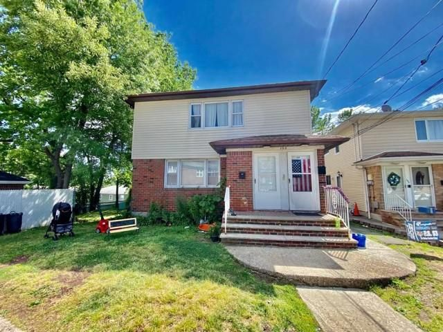 6 BR,  4.00 BTH Multi-family style home in Bay Terrace