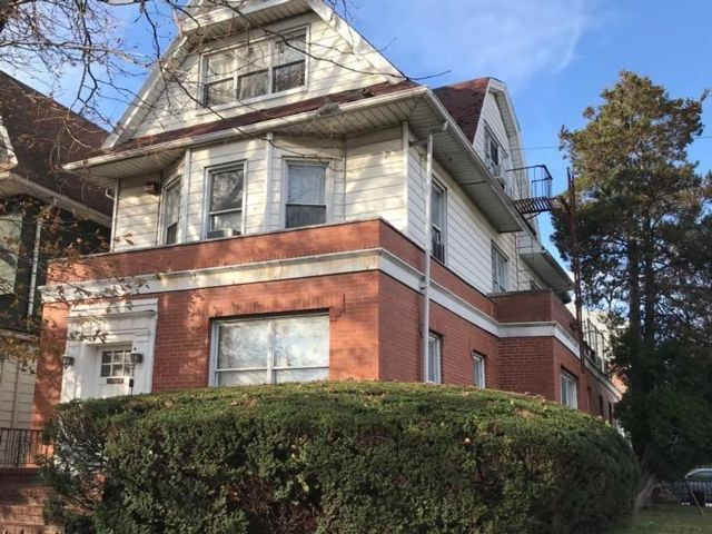 9 BR,  5.00 BTH Single family style home in Midwood
