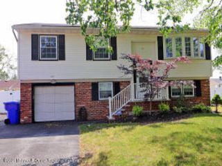5 BR,  2.00 BTH Bi-level style home in Toms River