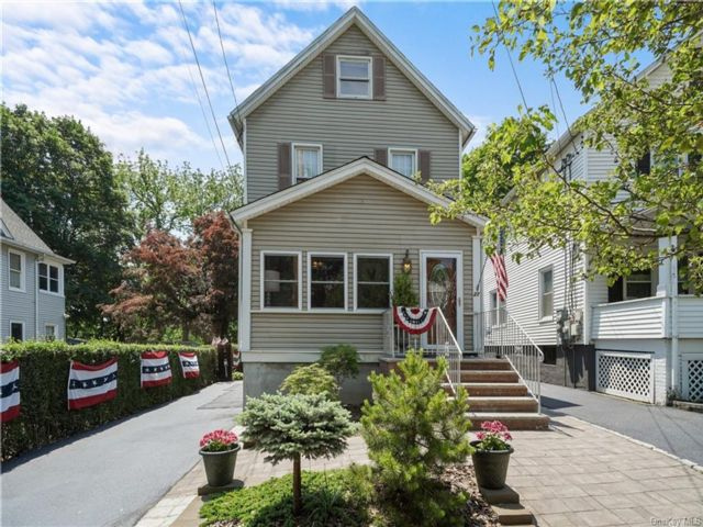 3 BR,  1.00 BTH 2 story style home in Newburgh City
