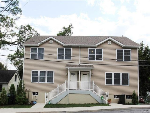 5 BR,  3.00 BTH Single family style home in Highlands