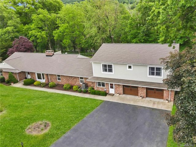 5 BR,  4.00 BTH Ranch style home in Cornwall