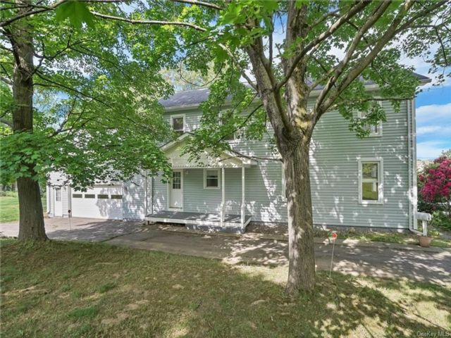 2 BR,  2.00 BTH Colonial style home in Poughkeepsie