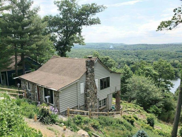 3 BR,  2.00 BTH Other style home in Lake Peekskill