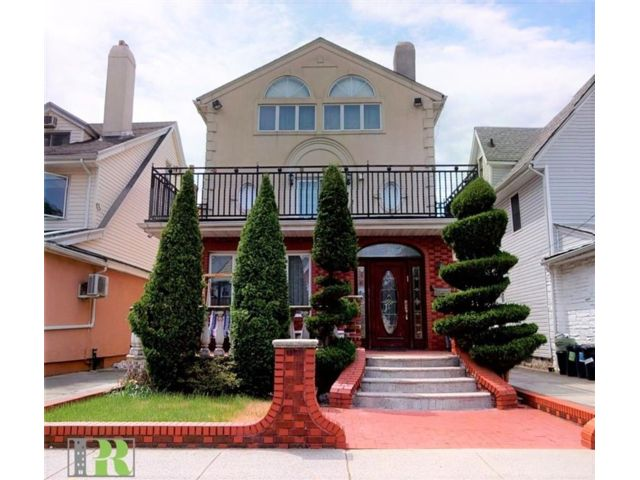 5 BR,  4.00 BTH Single family style home in Midwood