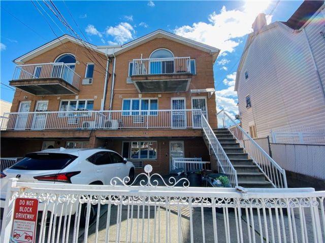 3 BR,  2.00 BTH Condominium style home in Bath Beach