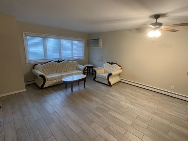 2 BR,  2.00 BTH Apartment style home in Rockaway Park