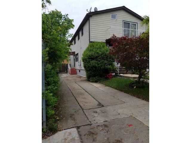 2 BR,  1.00 BTH Multi-family style home in Great Kill