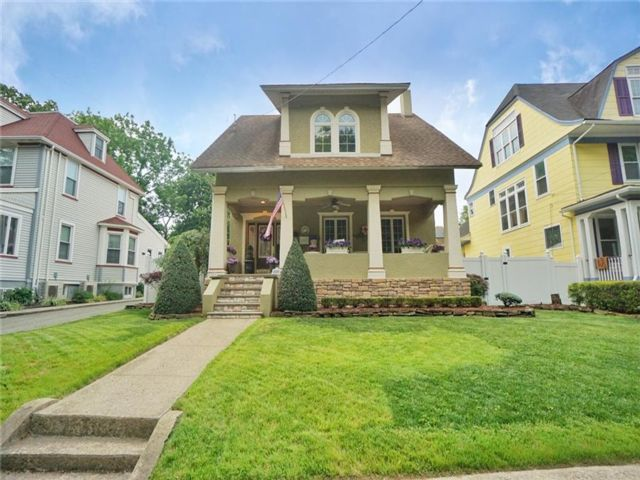 3 BR,  4.00 BTH Single family style home in Tottenville