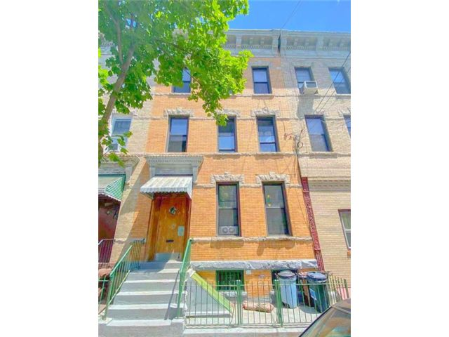 8 BR,  0.00 BTH Multi-family style home in Ridgewood