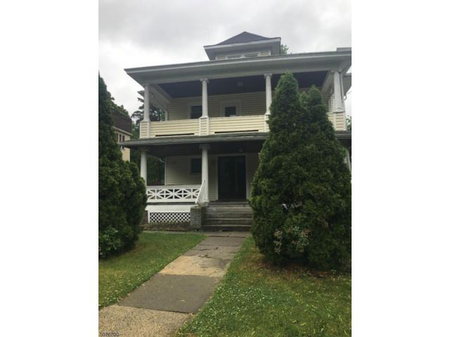 5 BR,  3.00 BTH Multi-family style home in Englewood