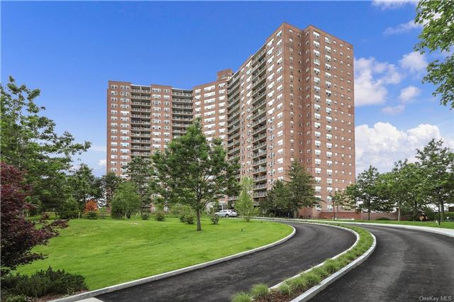 1 BR,  1.00 BTH High rise style home in Riverdale