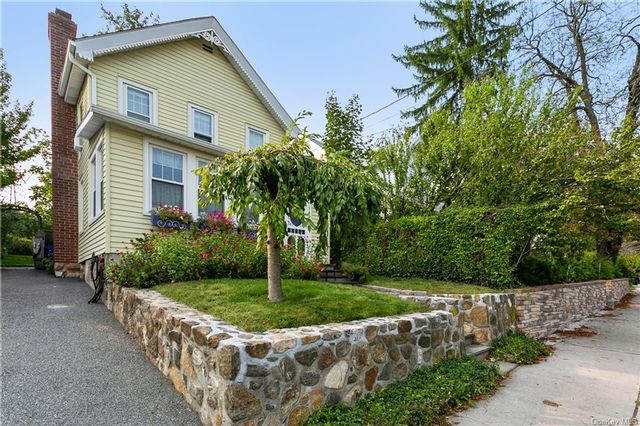 2 BR,  1.00 BTH Colonial style home in Mount Pleasant