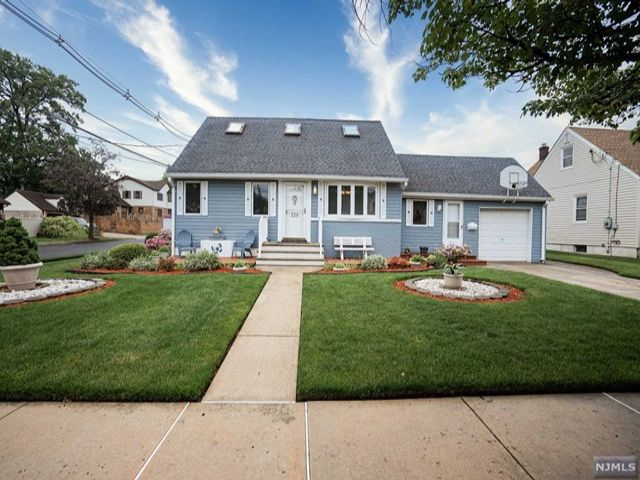 3 BR,  2.00 BTH Cape code style home in Hasbrouck Heights