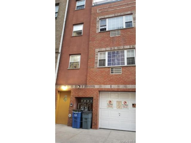 7 BR,  3.00 BTH Other style home in Soundview