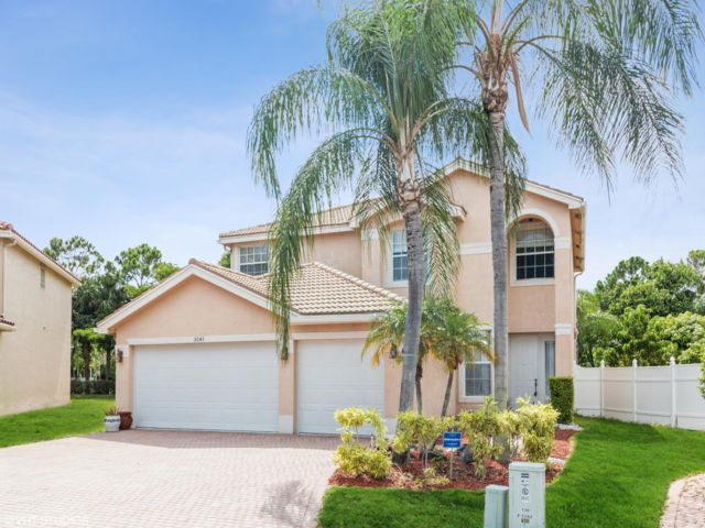 5 BR,  3.00 BTH 2 story style home in Greenacres