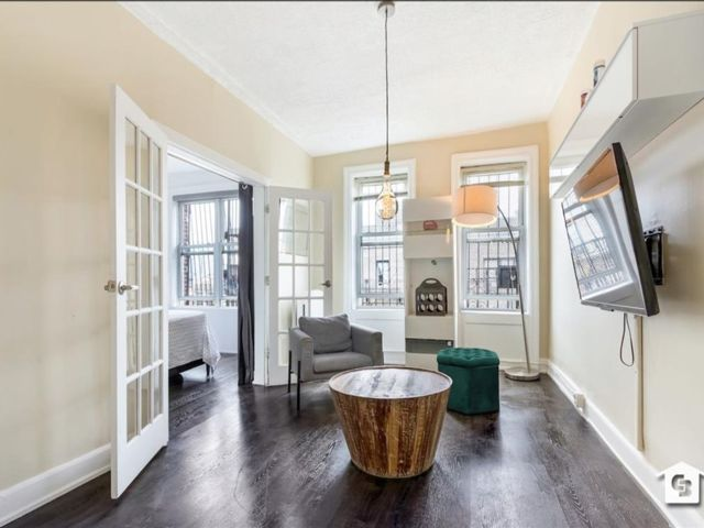 3 BR,  1.00 BTH Co-op style home in Williamsburg