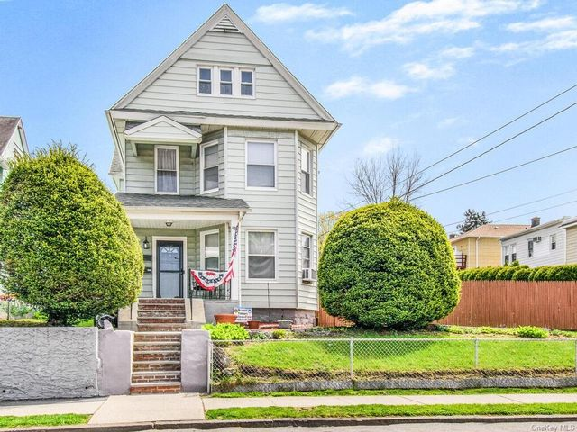 4 BR,  2.00 BTH House style home in Yonkers
