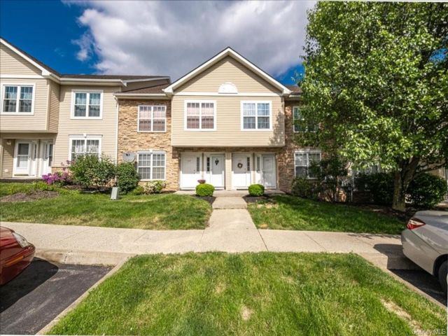 2 BR,  2.00 BTH Apartment style home in Newburgh