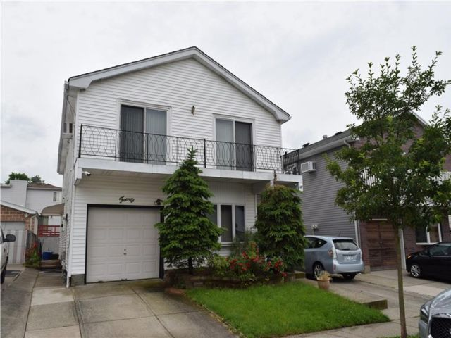 Studio,  0.00 BTH Multi-family style home in Willowbrook