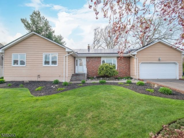 3 BR,  2.55 BTH Ranch style home in Fairfield