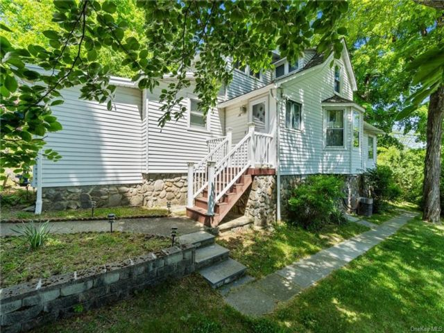 4 BR,  3.00 BTH House style home in Woodbury Town