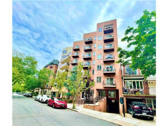2 BR,  2.00 BTH Condominium style home in Bay Ridge