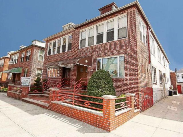 6 BR,  0.00 BTH Multi-family style home in Midwood