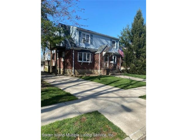 Studio,  2.00 BTH Multi-family style home in Westerleigh