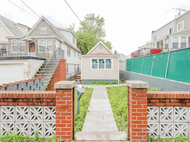 2 BR,  1.00 BTH Raised ranch style home in Throggs Neck