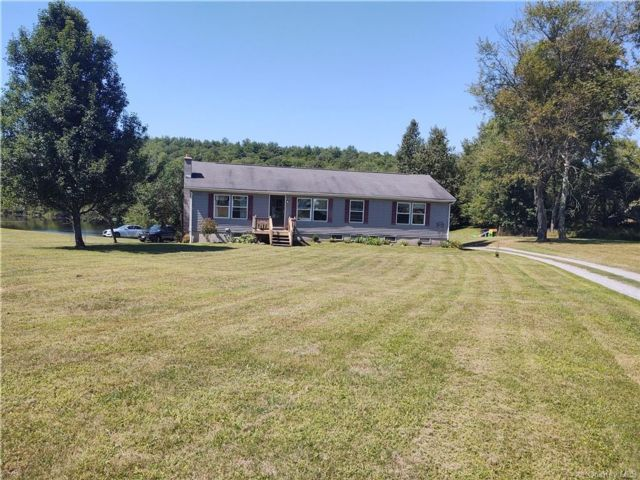 3 BR,  3.00 BTH Ranch style home in Bethel