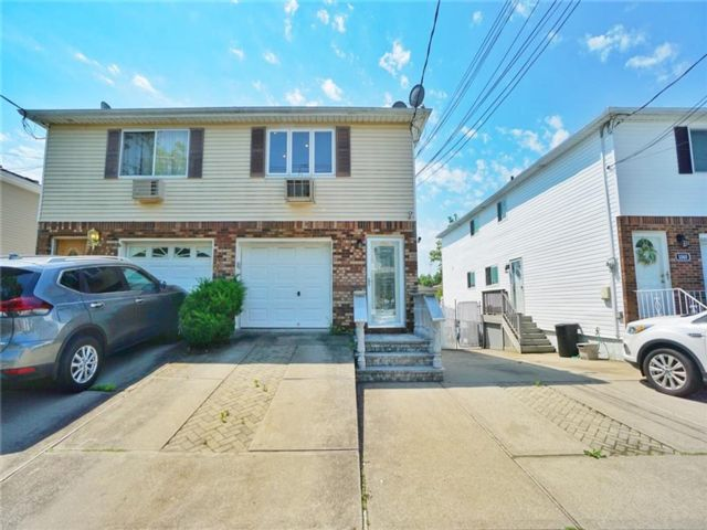 3 BR,  3.00 BTH Single family style home in Woodrow