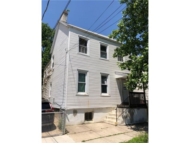 11 BR,  0.00 BTH Multi-family style home in Clifton