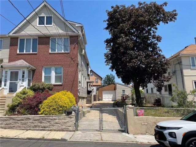 3 BR,  2.00 BTH Single family style home in Arden Heights