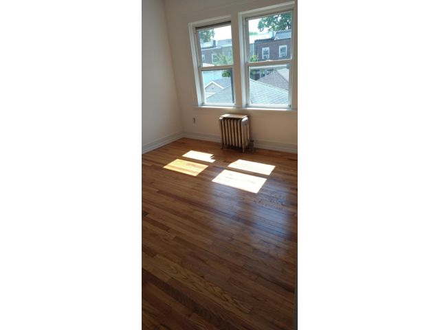3 BR,  1.00 BTH Apartment style home in Woodside