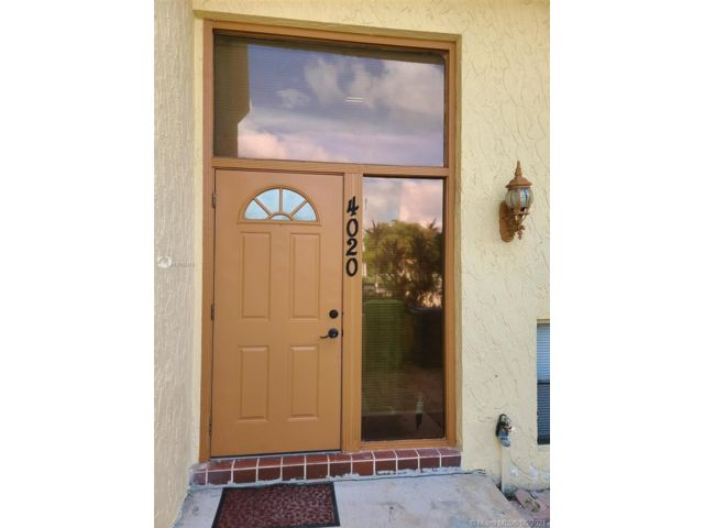 4 BR,  2.50 BTH Townhouse style home in Sunrise