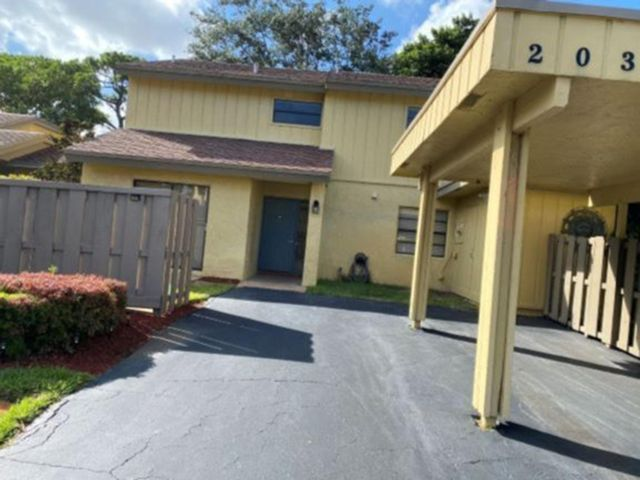 3 BR,  2.50 BTH Townhouse style home in Deerfield Beach